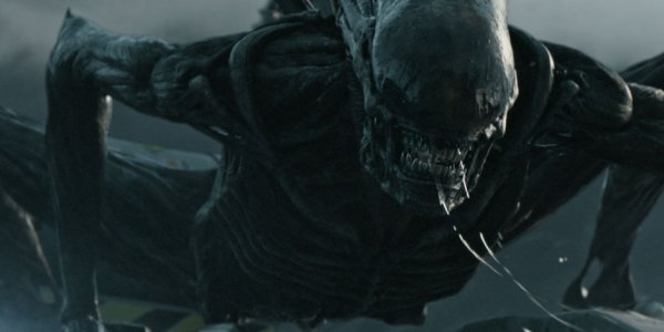 Il red band trailer di Alien: Covenant inzuppa i protagonisti di sangue